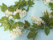 Ivory 'Lilac Flower' Artificial Garland