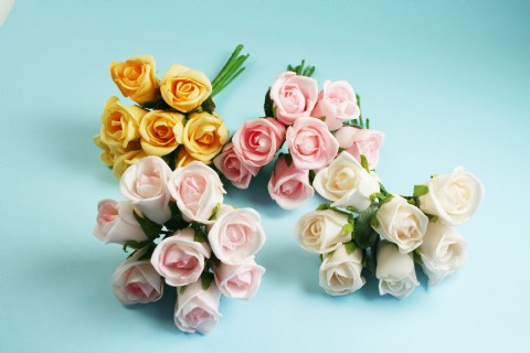 ST6847 - Foam Rose Buds x 8